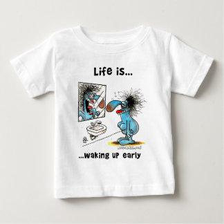 生命は早く目覚めています ベビーTシャツ
