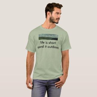 生命は短いです使いますそれをアウトドア Tシャツ