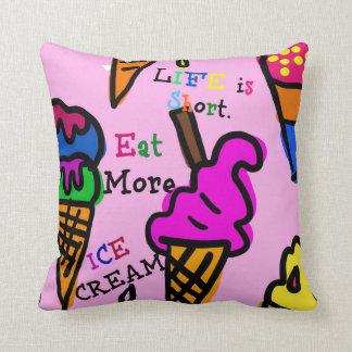 生命は短いです。 より多くのアイスクリームを食べて下さい クッション