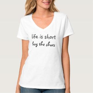 生命は短い買物靴です Tシャツ