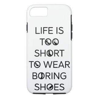 生命は退屈な靴の電話箱を身に着けるには余りにも短いです iPhone 8/7ケース