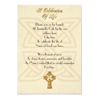 生命招待状のケルト結び目模様及び十字のお祝い 12.7 X 17.8 インビテーションカード