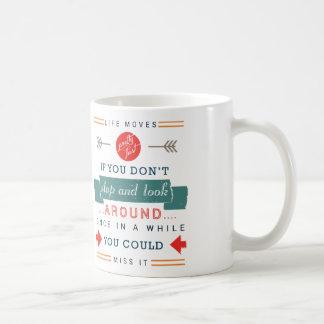 生命移動かわいらしい速いそれにタイポグラフィを恋しく思うことができます コーヒーマグカップ