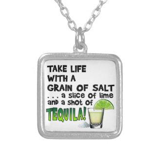生命、ライム、塩、テキーラ! カクテルのユーモア シルバープレートネックレス