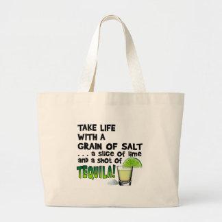 生命、ライム、塩、テキーラ! カクテルのユーモア ラージトートバッグ