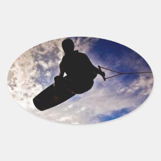 """""""生命"""" Wakeboarderによって逆にされるシルエットを目覚めさせます 卵形シール・ステッカー"""
