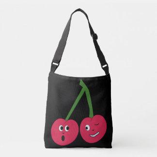 生意気なさくらんぼの十字の体はバッグを運びます クロスボディバッグ
