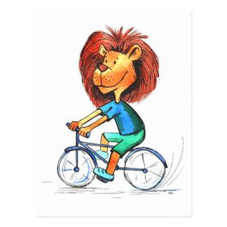 生気に満ちたサイクリストのライオンのバイクの自転車のおもしろいな郵便はがき ポストカード