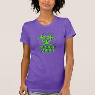 生物学的災害[有害物質]の記号を用いる針の常習者のワイシャツ Tシャツ