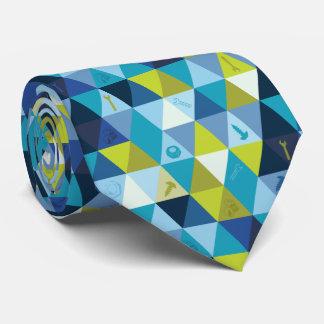 用具及び三角形の青緑のタイ タイ