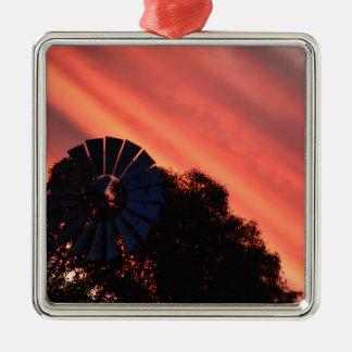 田園オーストラリアの風車及びピンクの日没 メタルオーナメント