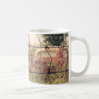 田園古物置場、分野で遠くになVechiclesの錆つくこと コーヒーマグカップ