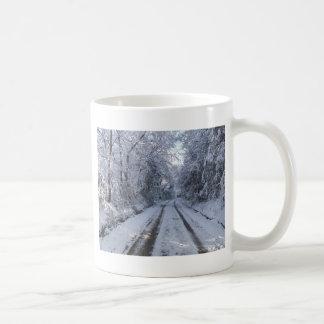 田舎道の雪 コーヒーマグカップ