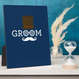 男だけの独身お別れパーティーのためのおもしろいな新郎の髭及び帽子 フォトプラーク