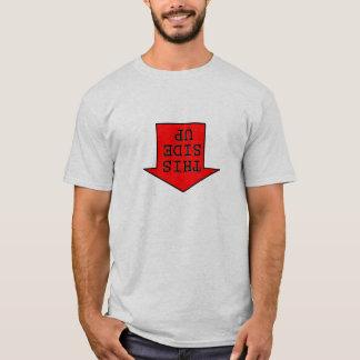 男の上のこの側面 Tシャツ