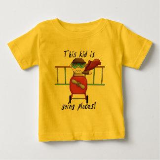 男の子のエースのパイロットのTシャツおよびギフト ベビーTシャツ