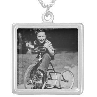 男の子の乗馬の三輪車 シルバープレートネックレス