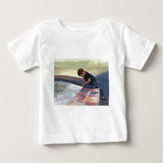 男の子の低下の小石 ベビーTシャツ
