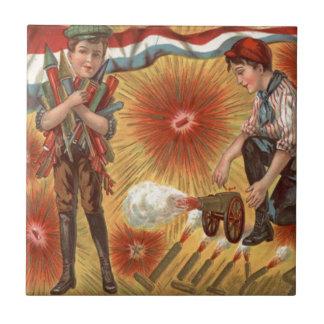 男の子の大砲の花火の爆竹 タイル