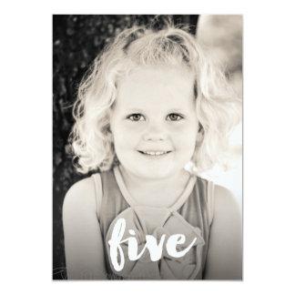 男の子の女の子の第5誕生日の第5写真の上敷 12.7 X 17.8 インビテーションカード