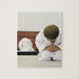 男の子(4-5年)の身に着けている空手の用品類のボーイング、 ジグソーパズル