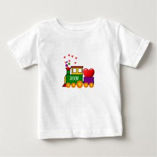 男の赤ちゃんのためのバレンタインデーの列車のTシャツ ベビーTシャツ