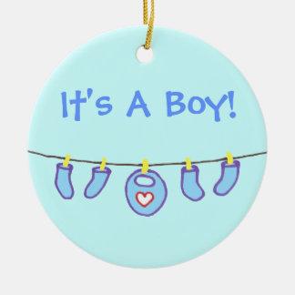 男の赤ちゃんの洗濯それは男の子です! 名前入り セラミックオーナメント