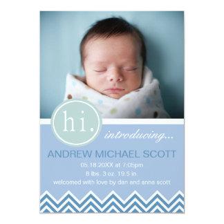 男の赤ちゃんの青いシェブロンの誕生の発表 カード