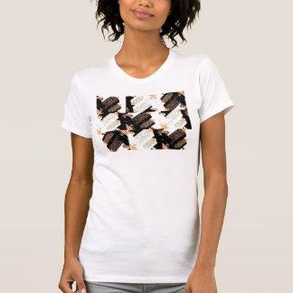 男はアーガイル柄のな女の子を従います Tシャツ