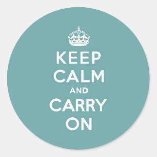 男らしいティール(緑がかった色)のKeep Calm and Carry On ラウンドシール