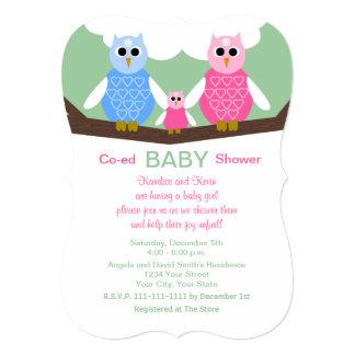 男女共学のカップルのフクロウの女の赤ちゃんのシャワーの招待状 カード