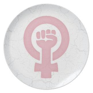 男女同権主義の握りこぶし プレート