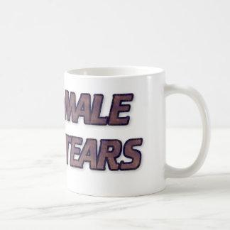 男性はコーヒー・マグを引き裂きます コーヒーマグカップ