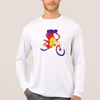 男性コロラド州の旗山のバイクもしくは自転車に乗る人 Tシャツ