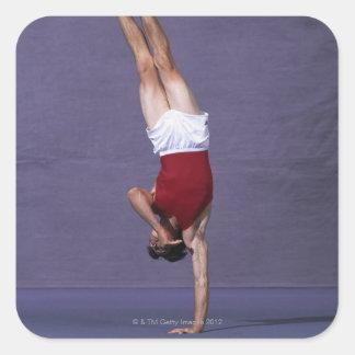 男性|体育専門家|実行|床|エクササイズ|2 正方形シール・ステッカー