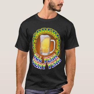 男性Octoberfestビール飲むこと Tシャツ