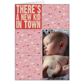 町のメッセージカードに新しい子供があります カード