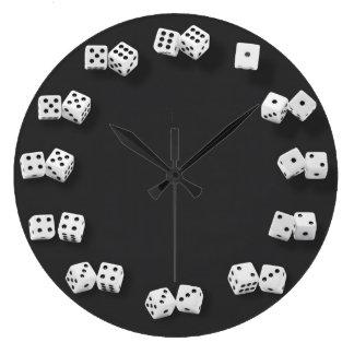 番号を付けられたサイコロのノベルティの時計 ラージ壁時計