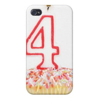 番号を付けられた誕生日の蝋燭2が付いているカップケーキ iPhone 4/4Sケース