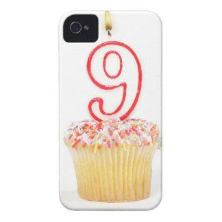 番号を付けられた誕生日の蝋燭3が付いているカップケーキ Case-Mate iPhone 4 ケース