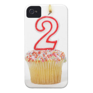 番号を付けられた誕生日の蝋燭6が付いているカップケーキ Case-Mate iPhone 4 ケース