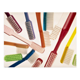 異なった色および形の歯ブラシ ポストカード