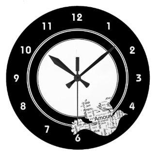 異なった言語の鳩の単語のタイポグラフィ愛 ラージ壁時計