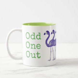 """""""異様な1つの""""フラミンゴのコーヒー・マグ(緑紫色) ツートーンマグカップ"""