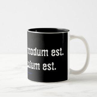 疑いは不快です。 確実性はばかばかしいです… ツートーンマグカップ