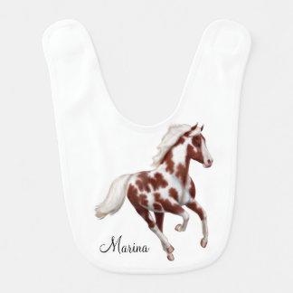 疾走するペンキの馬のカスタマイズ可能なベビー用ビブ ベビービブ