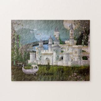 白いおとぎ話の城および白鳥のボートのパズル ジグソーパズル