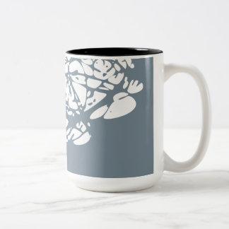 白いおよび灰色の抽象デザイン ツートーンマグカップ