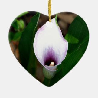 白いおよび紫色のオランダカイウユリ セラミックオーナメント