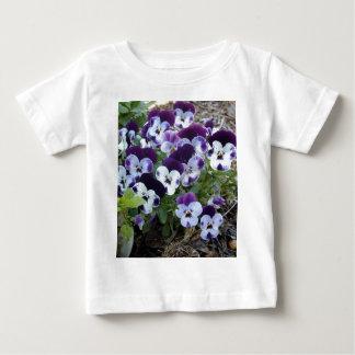 白いおよび紫色のパンジー、 ベビーTシャツ